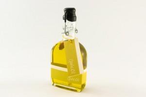 Zrobienie oleju z czosnku jest łatwe, a pomoc w leczeniu infekcji ucha niezastąpiona.