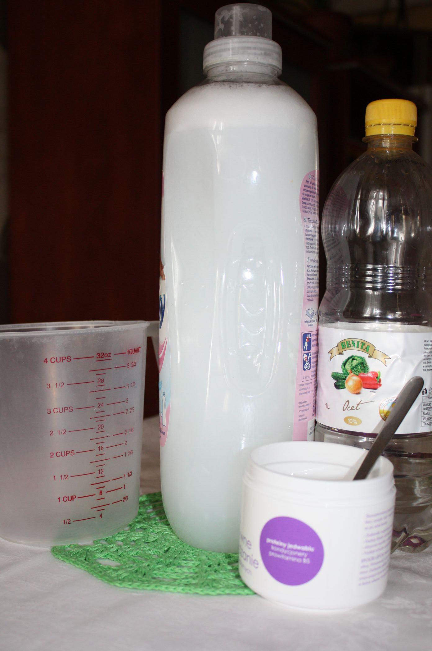 Zmiękczająco - wygładzający płyn do płukania tkanin.