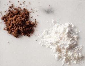 Kakao i skrobia to substancje absorbujące tłuszcz.